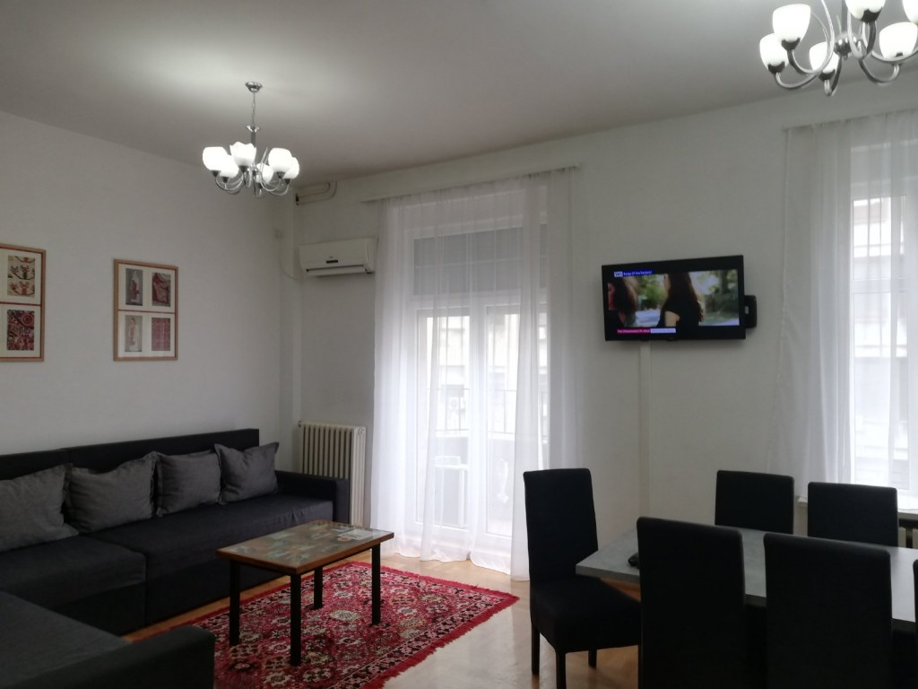 Authentic Belgrade Centre Hostel - Ethnica 2 Living room and dining area